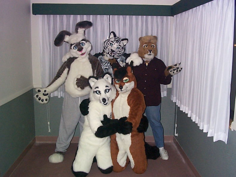 Fursuit_Kaitan_Conifur2001_155.jpg